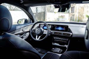 Mercedes-Benz-EQC_interior-asientos-delanteros