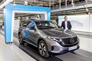 Mercedes-Benz-EQC_tunel-producción-lateral