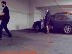 Gamberros destrozando un punto de carga de un Tesla Model 3