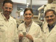 Foto de los investigadores en baterías de litio-azufre