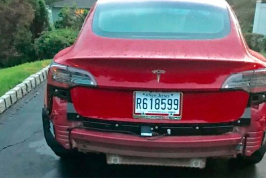 Un defecto en la fabricación de los Model 3 hacía que se desprendiera el parachoques