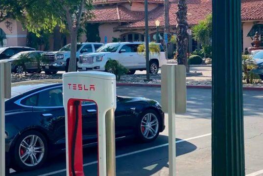 ¿Te imaginas una estación de carga con 100 puestos a 250 kW de potencia cada uno? En California hay y es de Tesla