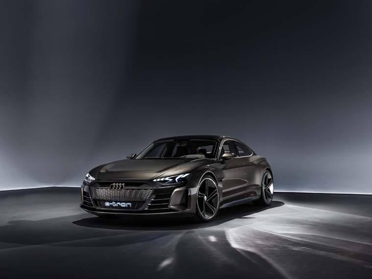 Audi-e-tron-GT-Concept_gris-fondonegro-presentado-LAMotorShow2018