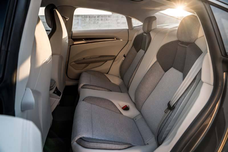 Audi-GT_e-tron-Concept_gris-luces-interior-asientostraseros