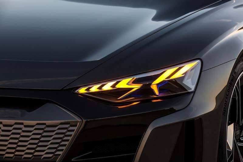 Audi-GT_e-tron-Concept_gris-luces-delanteras