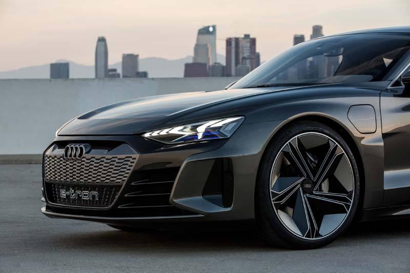Audi-GT_e-tron-Concept_gris-carretera03
