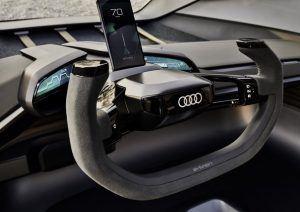 Audi-AI_TRAIL-quattro_interior-volante-smartphone