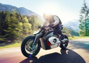 BMW-Motorrad-Vision-DC Roadster_movimiento-frontal