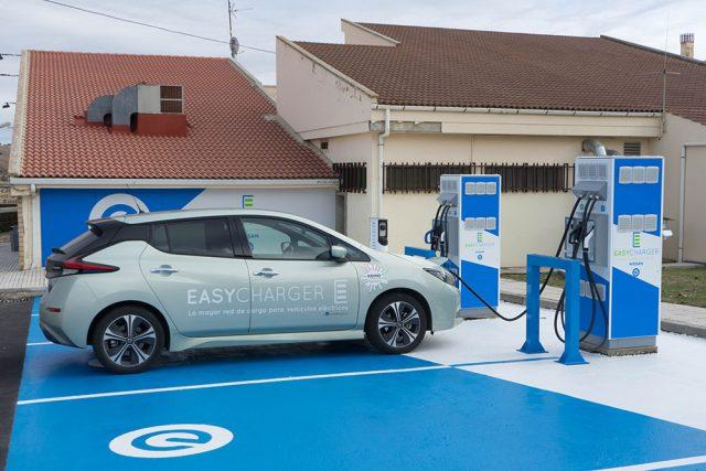Primer punto de la red de cargas de EasyCharger y Nissan