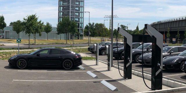 Estacion-carga-Porsche_Taycan