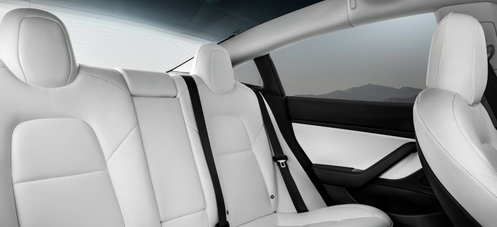 Interior-Blanco_Model-3-Dual-Motor
