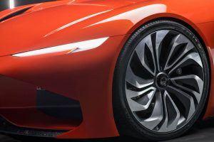 KARMA-Automotive_SC1-Vision-Concept-frontal-luces-ruedas-delanteras