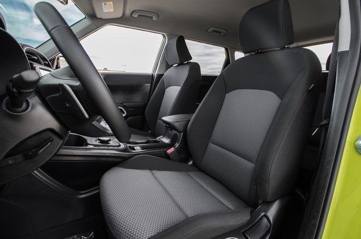 KIA_Soul_EV-Amarillo-interior-asientos_delanteros