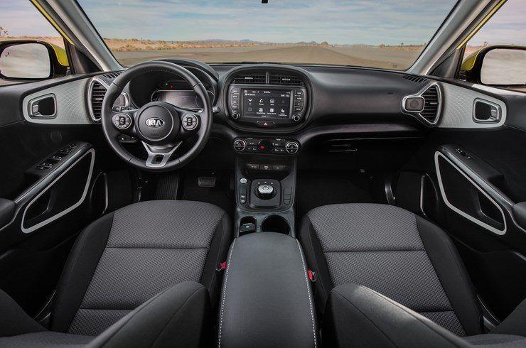 KIA_Soul_EV-Amarillo-interior-asientos_delanteros02