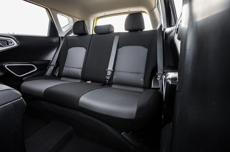 KIA_Soul_EV-Amarillo-interior-asientos_traseros