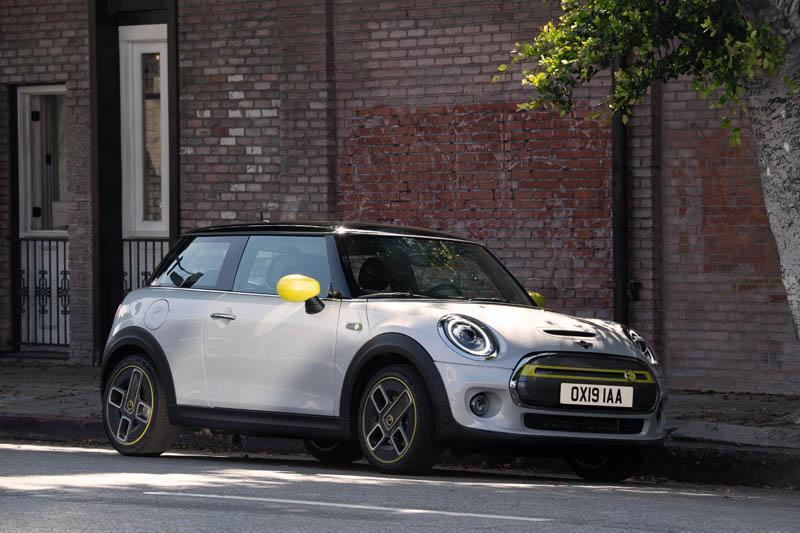 Mini-Electric-SE_aparcado-lateral