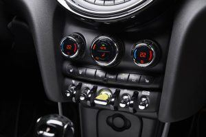Mini-Electric-SE_botones-interior-controles