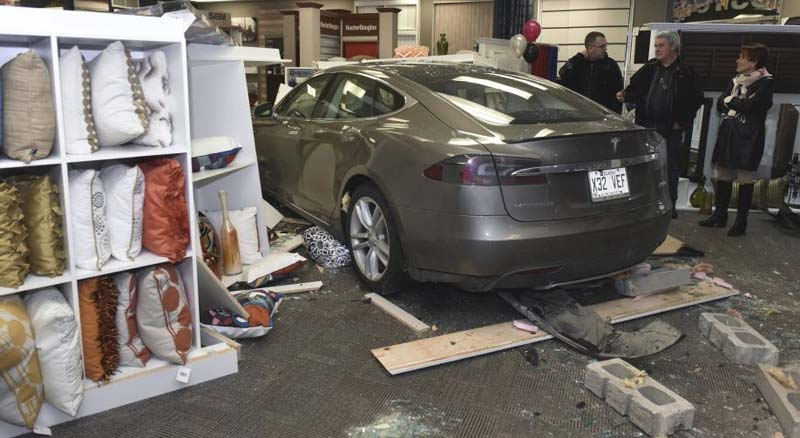 ModelS-Accidente-Quebec