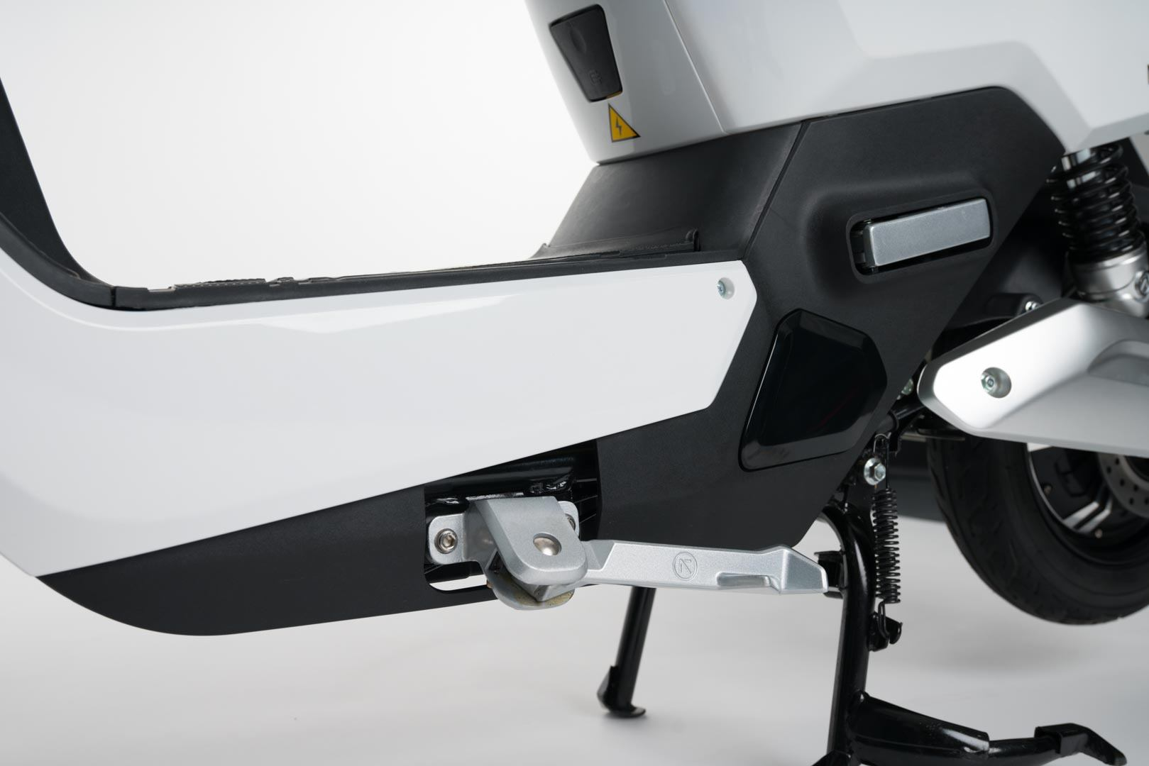 NEXT-NX1-scooter-electrica-pata-lateral