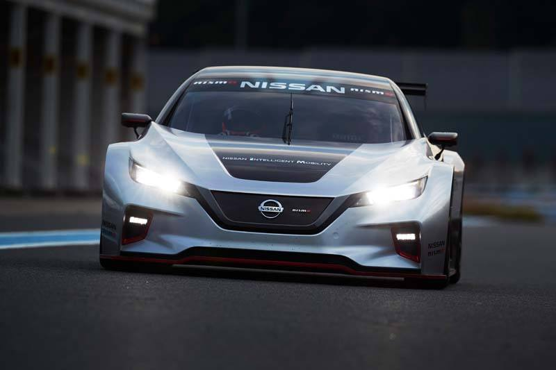 Nissan LEAF NISMO RC - Frontal_Carretera-con_luces
