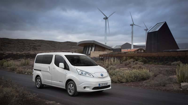 Nissan-e_NV200-aparcada-molinos-viento