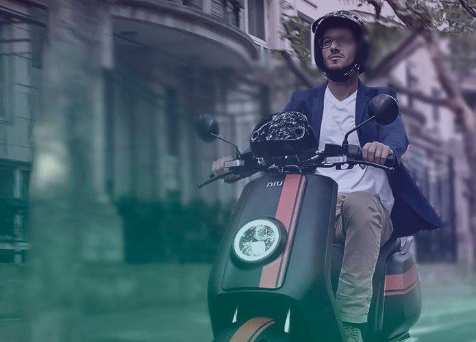 Scooter eléctrica NIU - circulando