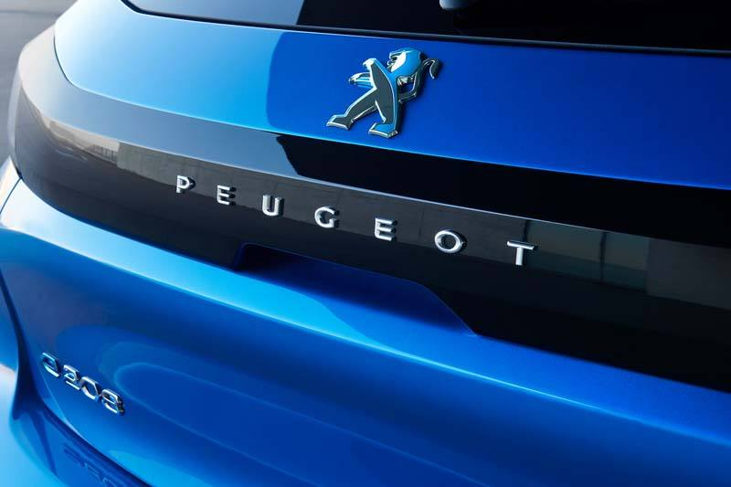 Peugeot-208-color-azul-electrico-trasera-logo-peugeot