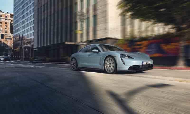 Porsche-Taycan-4S_movimiento-lateral