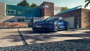 Foto de un Porsche Taycan azul
