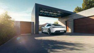 Porsche Taycan en garaje