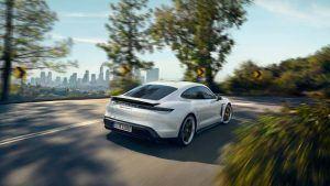 Porsche Taycan en movimiento