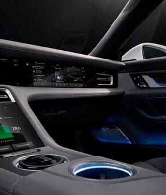 Foto del interior del Porsche Taycan al descubierto