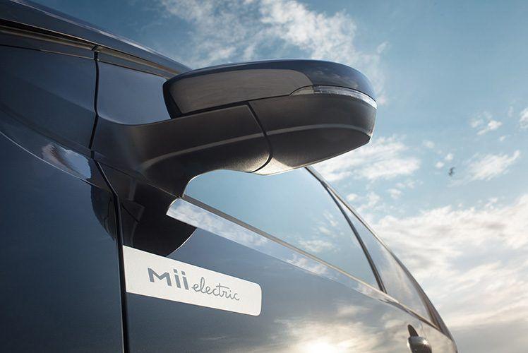 SEAT-Mii-Electric-inscripcion-debajo-retrovisor