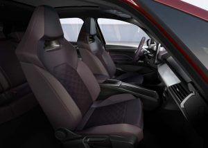 SEAT-el_Born-color-rojo-inteior-asientos
