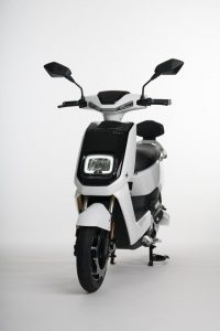 Scooter-electrica_NEXT-NX1_color-blanco-frontal-lateral
