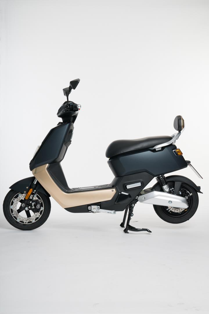 Scooter-electrica_NEXT-NX1_lateral