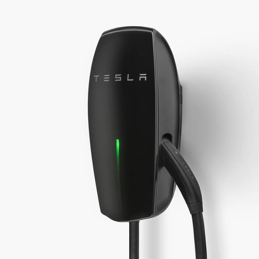 Tesla-Gloss-Black02