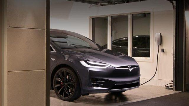 Tesla-Gloss-Black04