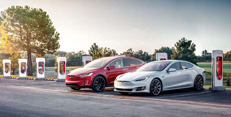 Tesla-ModelS-X-cargando-en-Supercharger