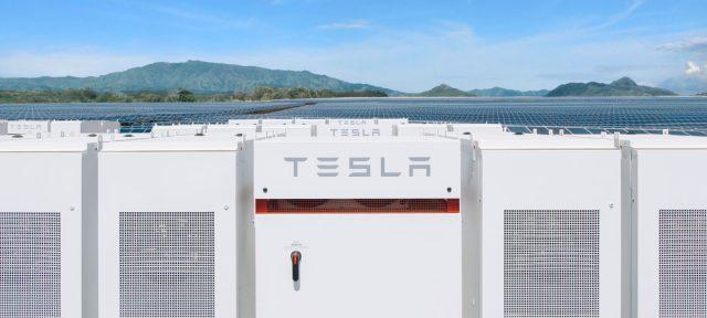 Tesla-Powerpacks03