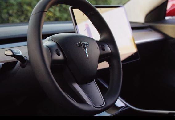 Tesla-model3-volante-interior