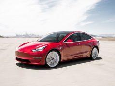 Tesla Model 3 Performance en color rojo