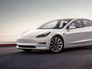 Imagen del Tesla Model 3 en color blanco