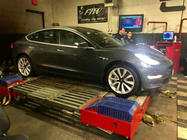 Tesla Model 3 en una prueba de potencia