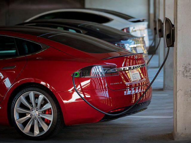 Tesla Model S en un Destination Charger