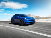 Foto del Tesla Model Y de color azul