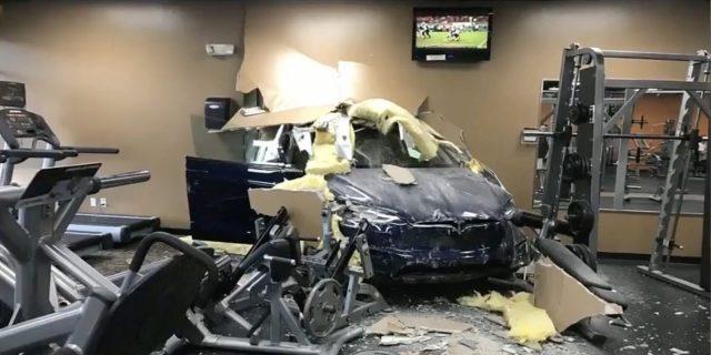 Tesla_ModelX_Accidente01