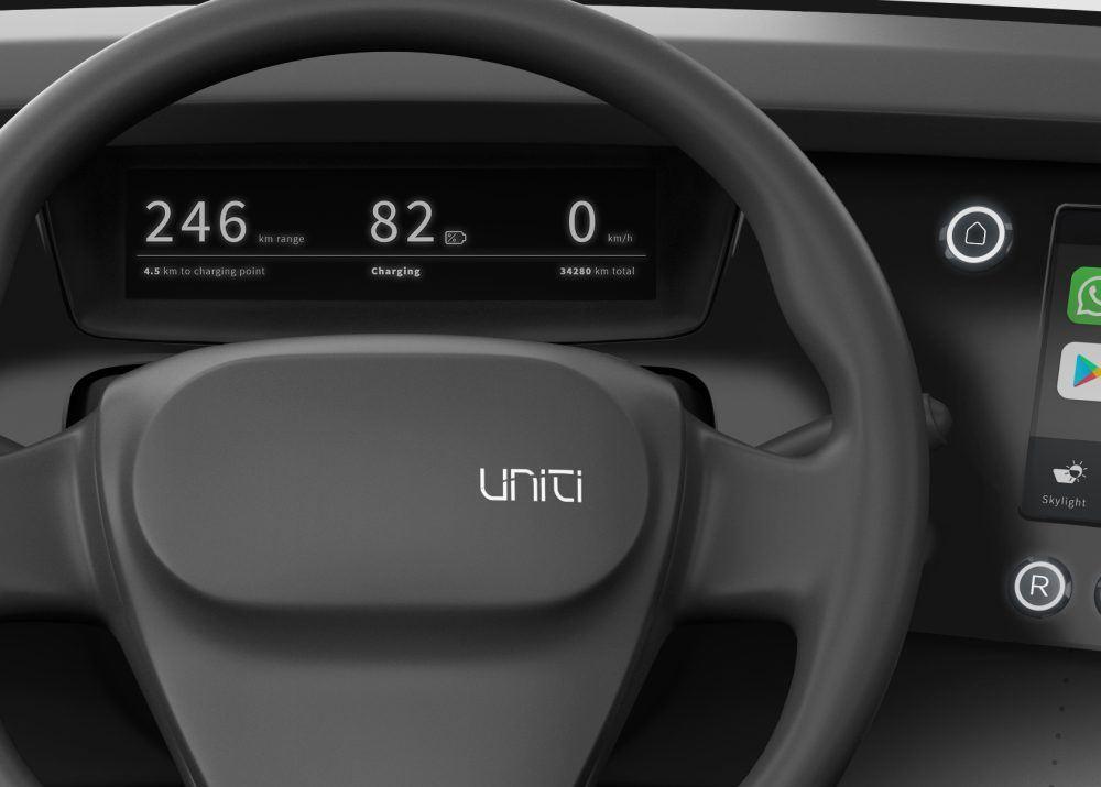 Uniti-One_volante-pantalla-instrumentos-interior