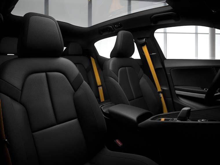 Volvo-Polestar-2_interior-asientos-performance-pack-detalles-dorados
