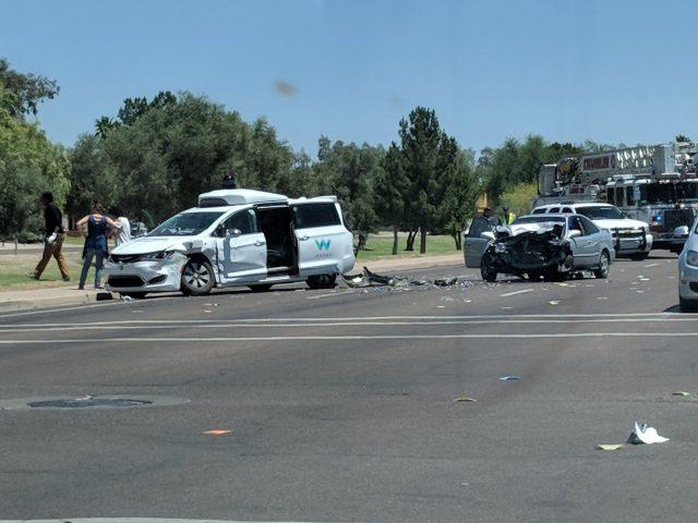 Imagen del accidente del vehículo Waymo (Conducción autónoma de Google)